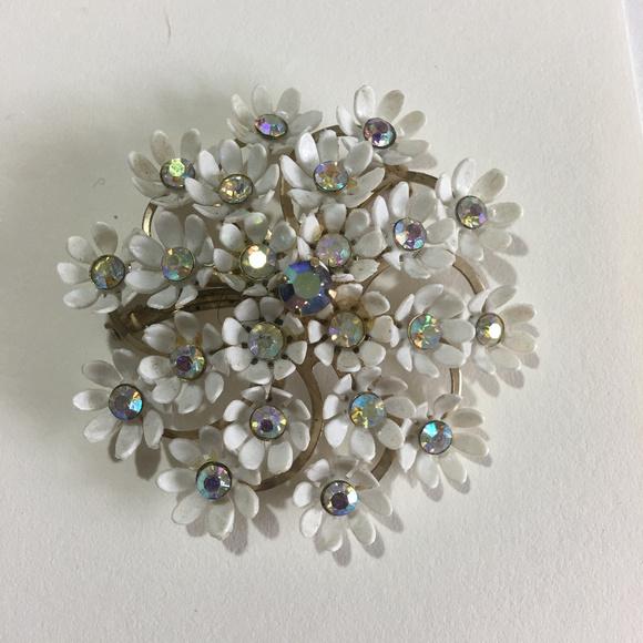 7616b277185 Coro Jewelry | Vintage White Flower Cluster Pin Brooch | Poshmark